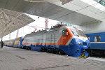 Архивное фото пассажирского поезда