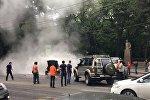 Фонтан горячей воды забил на улице Кунаева в Алматы