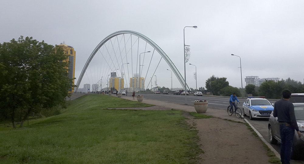 Архивное фото моста Караоткель в Астане