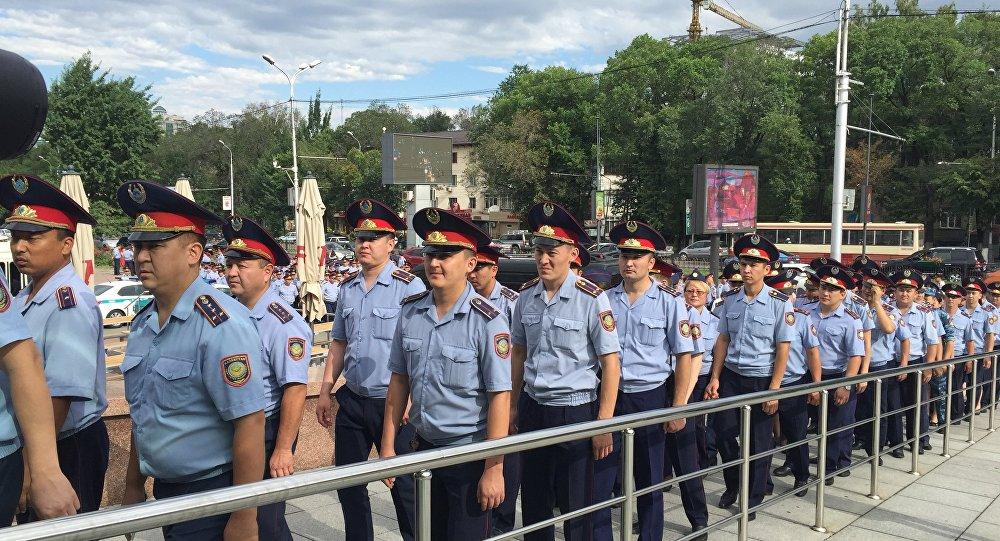 В МВД требуются 4000 полицейских