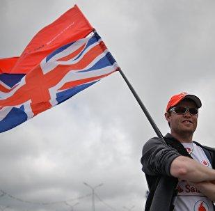 Болельщик с флагом Великобритании, архивное фото