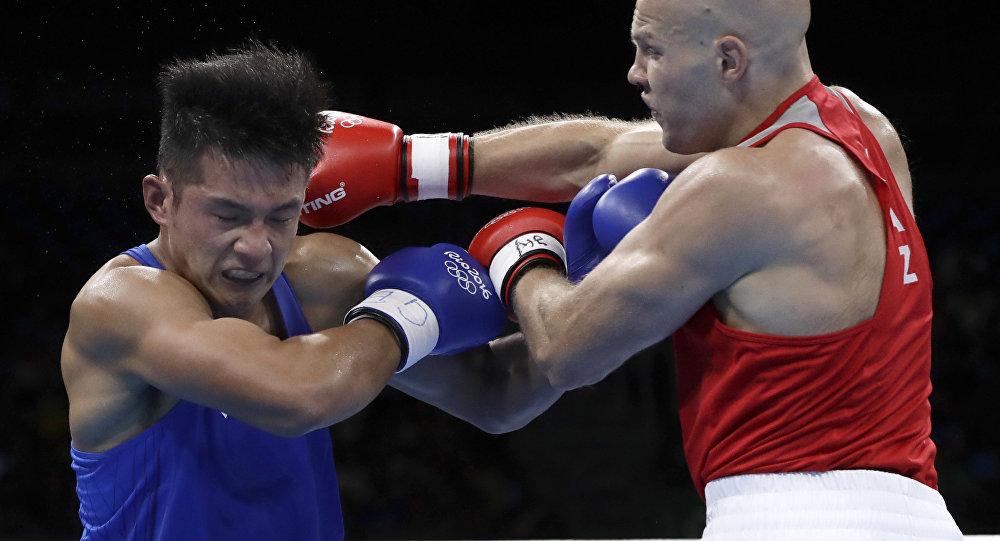 Казахстанский боксер Василий Левит и китайский боксер Юй Фэнкай. Олимпиада в Рио.