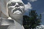 Памятник Ленину.Архивное фото.