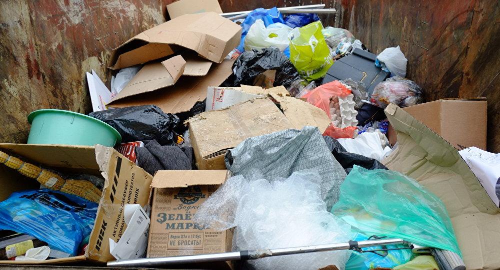 Архивное фото мусорного бака