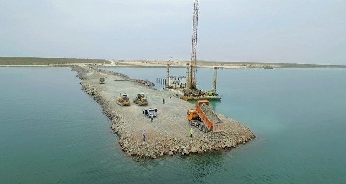 Архивное фото строительства порта Курык
