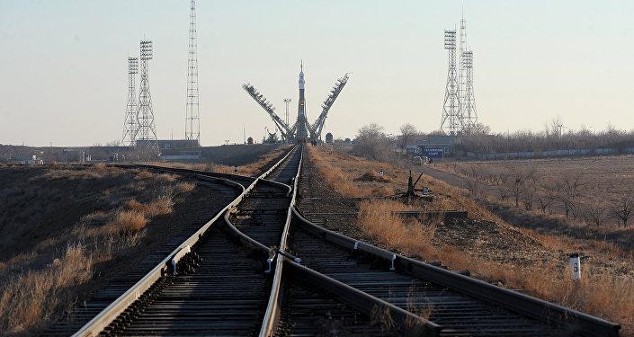 Архивное фото ракеты на стартовом комплексе космодрома Байконур