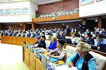 Архивное фото депутатов мажилиса на пленарном заседании