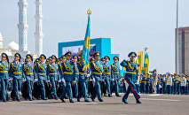 Архивное фото военного парада в столице