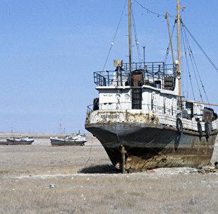 Архивное фото кораблей в Аральском море