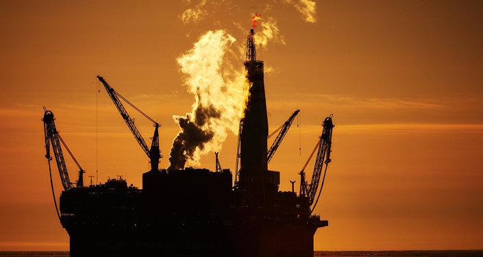 Архивное фото нефтяной платформы