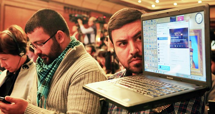 Архивное фото журналистов на пресс-конференции