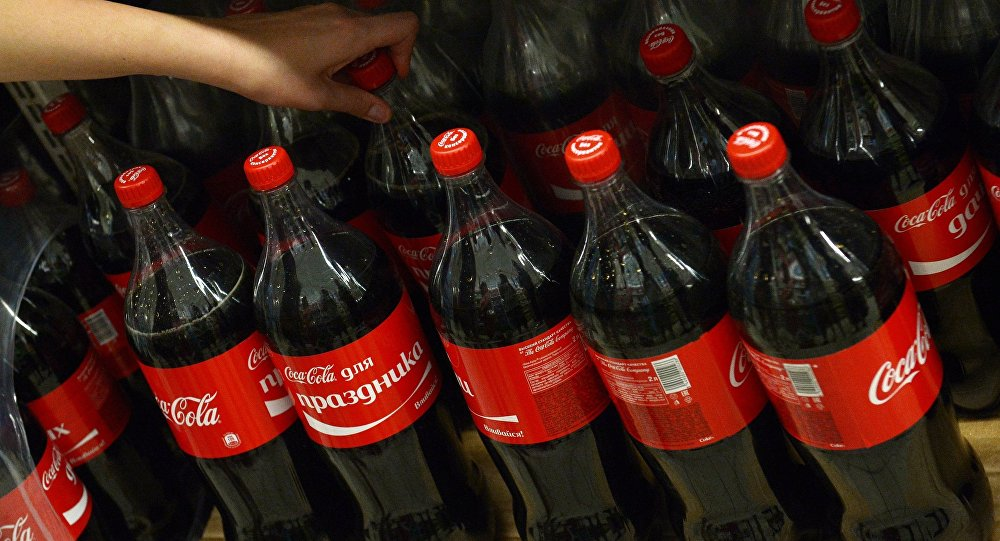 Балаларына кока-кола ішкізген ер адам түрмеден бір-ақ шықты