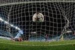 Архивное фото футбольного матча