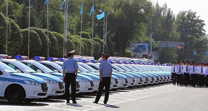 Штрафом отделался житель россии, ногой ударивший полицейского ваэропорту Алматы