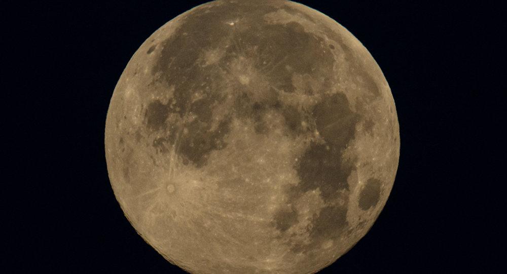 Луна. Архивное фото - рекадр