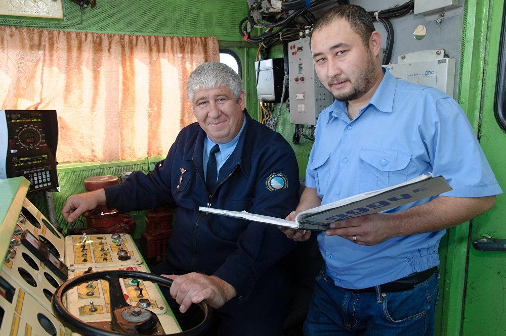 Машинист Костанайского эксплуатационного локомотивного депо Александр Фурсов