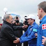 Нурсултан Назарбаев и космонавты Аимбетов, Падалка и Могенсен