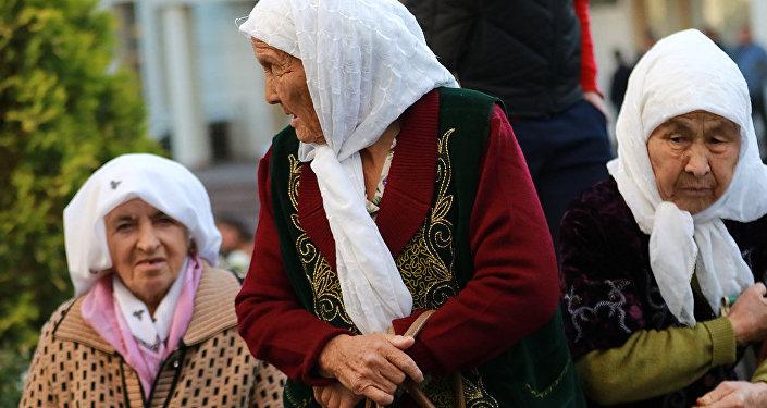 Архивное фото казахстанских пенсионеров