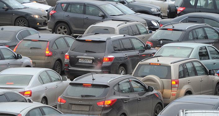 Архивное фото автомобильной пробки