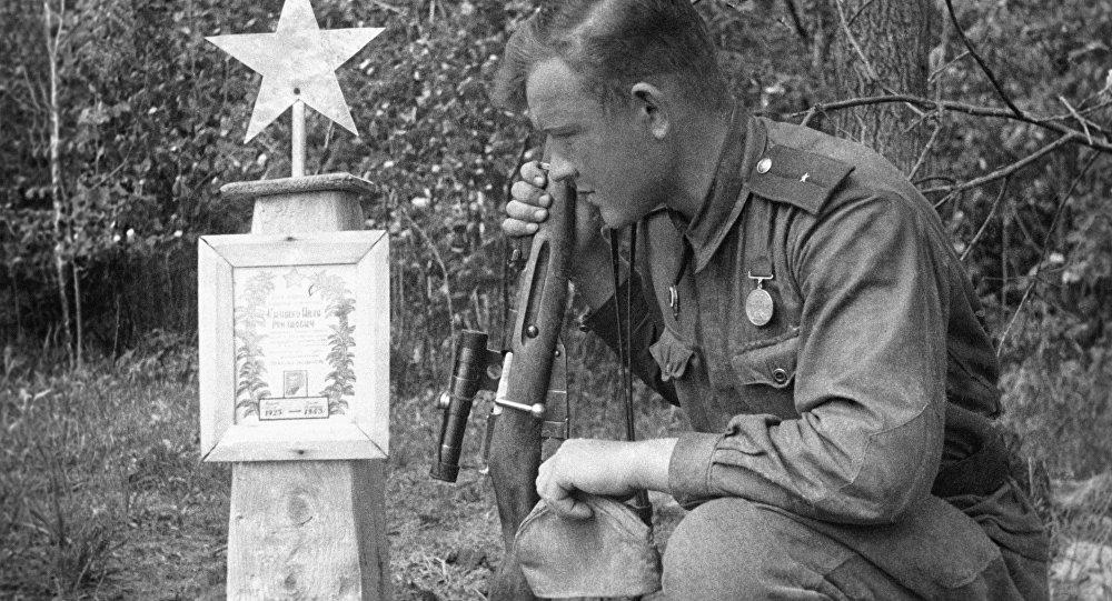 Могила солдата, архивное фото