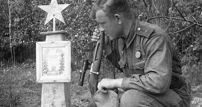 Могила солдата. Архивное фото