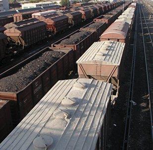 Вагоны, грузовой поезд